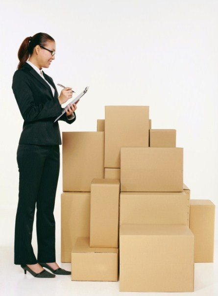 Women-Working-With-Moving-Checklist
